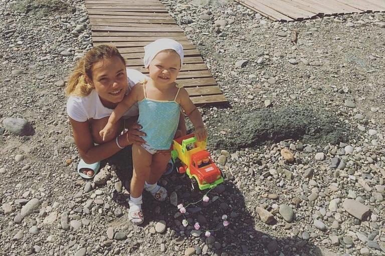 Christina Single Mom Vika