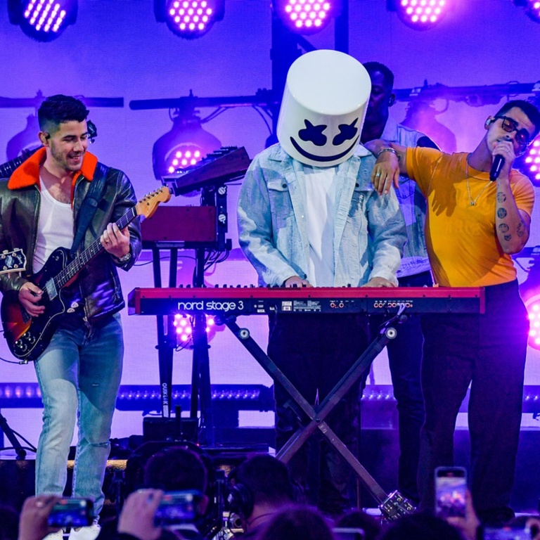 Jonas Brothers Marshmello Performance